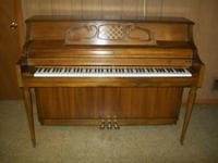 Description Kimball console piano in excelent condition