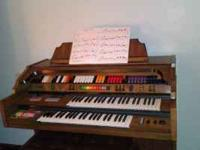 Kimball organ L100 w/entertainer. . VERY BEAUTIFUL
