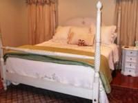 "King Size Bed Ethan Allen ""Country Collection"" Turned"