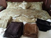 Type: Bedding King /Comforter,skirt,2 shams,1decor