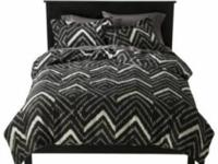 New-king size duvet set by Nate Berkus.   Asking $40