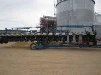 For sale; 2001 Kinze 16-32 twin line planter. Has KPMII