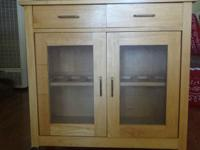 Handy little kitchen cart in great condition. Has 2