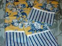 Like new kitchen curtains....2 Panels and