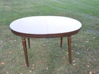 Nice Kitchen/ Dining Table in very good condition with