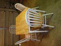 Kitchen table and 4 chairs, in very good condition ,