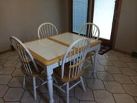 Whit etiled top kitchen table with 4 chairs Decent
