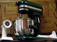 KITCHEN AID STAND UP MIXER....A Kitchen Aid model K5SS