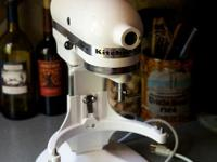 Kitchenaid mixer 325 watt Asking $50, cash only, must