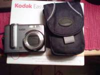Kodak easy share digital camera z1275 With case and box