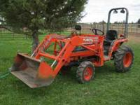 Kubota B2100 4x4, hydro, loader, low hours, ag tires,