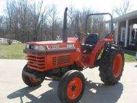 L-3250 Kubota Diesel Tractor, Left hand shuttle shift,