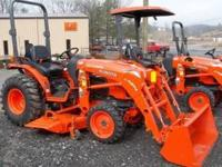 Kubota B3200HSD 4X4 Tractor, Front Loader, Mowing Deck,