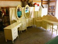 Post 1950ss French Provencial set, 9 drawer dresser