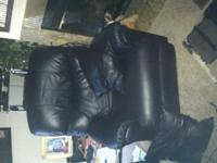 LIKE NEW RECLINER, MOVED AND DONT HAVE ROOM FOR IT.