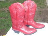 We have a pair of Ladies Ariat Boots in a size 7B. Good