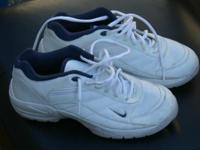 Ladies Nike Golf Shoes size 7.5 gently worn, white with