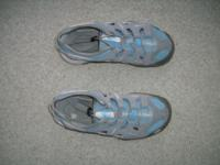 Ladies Northface shoes  size 6  like new