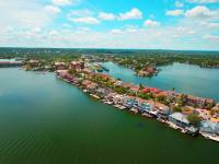 LAKE LBJ Waterfront Townhouse on The Cape. An