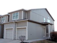 Huge 3 bed/2.5 bath Townhouse w/double garage. Area: