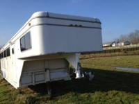 6 Horse GN horse trailer. Slant loads, has an emergency
