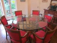 Selling a Beautiful Heavy Glass Round Dining Table Can