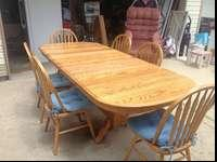Large kitchen table with 6 chairs, it's very clean in