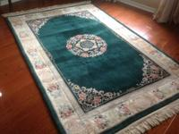 Large wonderful floor rug in perfect condition! Neutral