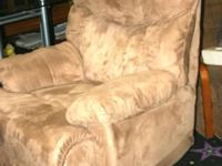 LARGE RECLINER IN EXCELLENT CONDITION FROM A SMOKE FREE