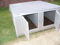 Large aluminum pet dog box. Exceptional condition.