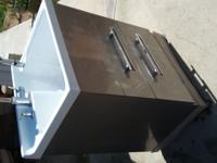 Excellent Laundry room sink with drawers Asking 160$