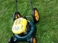 Selling this lawn mower runs great starts right up im