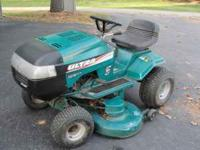 13Hp Briggs, Hydrostatic Tractor. 42 in. deck. Starts