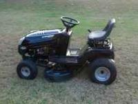 2003 Murray lawn tractor. Great cond. Runs and looks