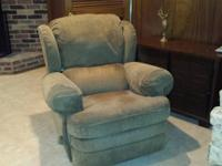 Stunning Lazy Boy chair for sale. A little used. Good