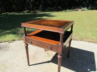 1 drawer leather top side table. Mahogany finish, nice,