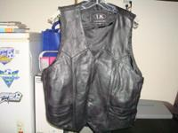 Black leather vest in good condition size 46 Call  //
