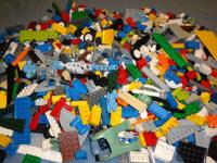 LOT, BULK, 8-SET of SMALL BRICKS LEGOS PACKED IN A 2.5