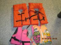 Set of four vests : 2 orange vests are new, never used.
