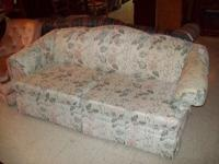 This light floral loveseat is in great condition with