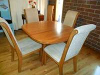 SOLID OAK TABLE & 6 CHAIRS & TWO LEAF FOR MORE DETAILS