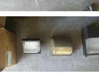 3 Hubbell multivolt 120v-277v 70w metal halide wallpack