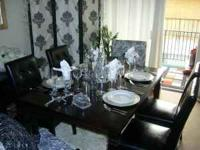 BEAUTIFUL MODERN 7 PIECES DINING ROOM SET. DARK BROWN