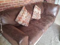Leather couch in LIKE NEW condition..I purchased this