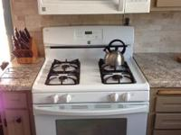 Like New matching Kenmore appliance set. Self cleaning