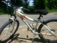 Barely utilized Shimano Myka 21 speed ladies mtb for