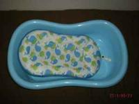 LIKE NEW newborn/baby bath tub - used only for 2 months