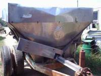 This Spreader can be used to spread manure, fertilizer