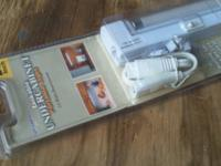 linkable undercabinet portable light 23 inches, new in