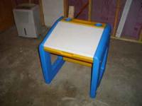 Little Tikes Art Desk. Great condition. DOES NOT